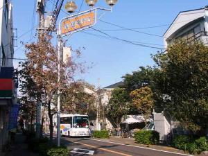 11-10-25 商店街入り口