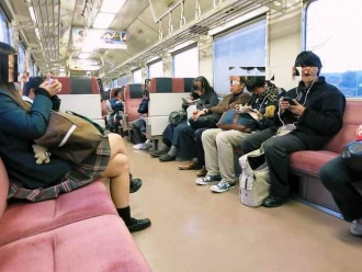 14-11-17-2 電車中