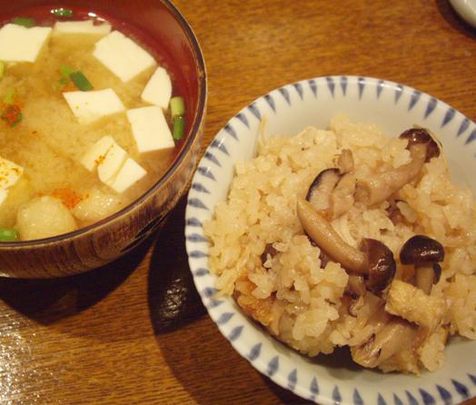 炊き込みご飯と味噌汁
