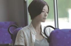 バスに乗って考え事しているかなこ
