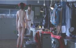 全裸になった千夏、皐月に見せつける