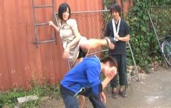 アクション練習で黒パンツを見せている多田あさみ