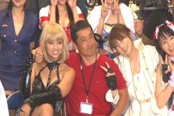 最後は監督、芳賀優里亜と記念撮影