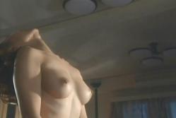 髪を振り乱して、乳房を揺らす洋子