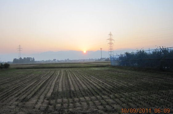 日の出は雄山の右