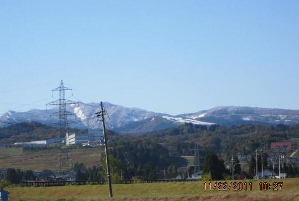 牛岳に初雪
