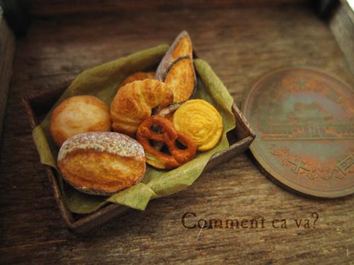 木箱とパン2