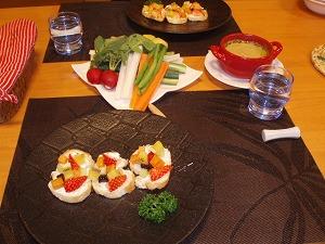 フルーツのブルスケッタと野菜のバーニャカウダ