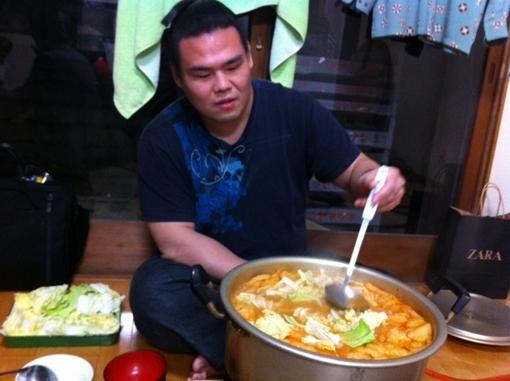 魁皇さんの弟弟子、魁戦龍関のちゃんこ鍋は最高でした!この日はキムチ鍋!