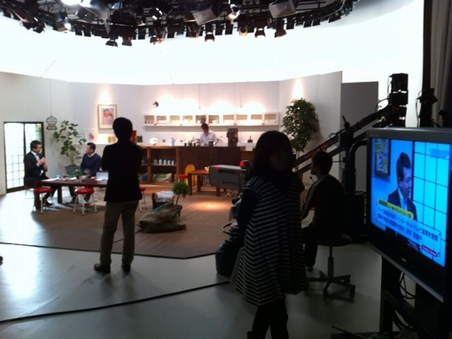 スタジオ収録の風景、緊張が伝わってきますでしょうか?