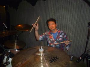 内田氏なぜドラム
