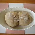 丸めて合わせてパンにしました