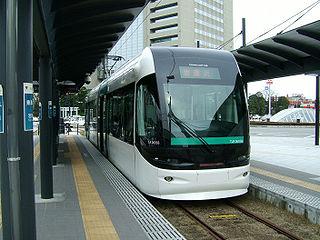 320px-ToyamaLightRail.jpg
