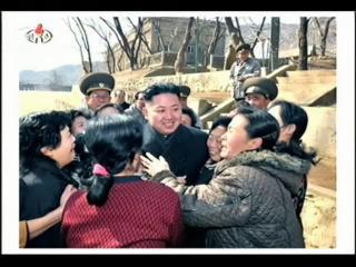 록화보도 조선인민군 최고사령관 김정은동지께서 서해안전방초소를 지키고있는 초도방어대를 시찰하시였다.flv_000196640