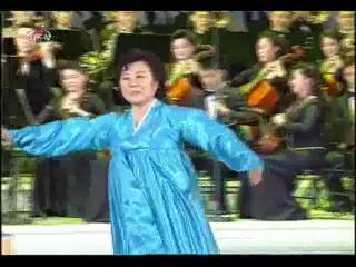 록화실황 경애하는 김정은동지를 모시고 진행한 2012년 3 8국제부녀절기념 은하수음악회 《녀성은 꽃이라네》.flv_001411640