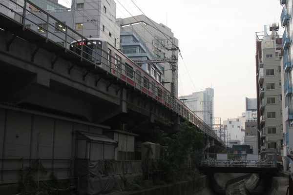 昭和の風景が残る地上区間