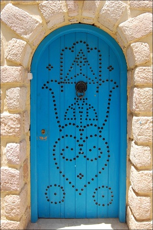Fatima_Hand_Door_by_little_my.jpg