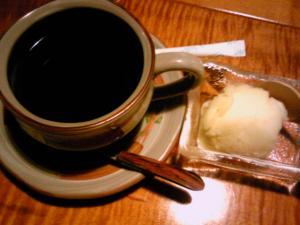 「食後のデザートとコーヒー」山荘 紗羅樹(湯布院)