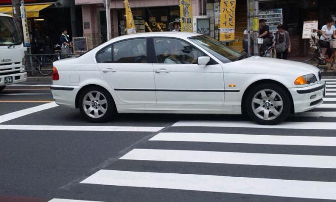 BMW  320i_20110831