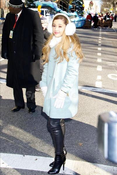 Ariana_Grande_131201_01.jpg