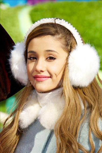 Ariana_Grande_131201_03.jpg