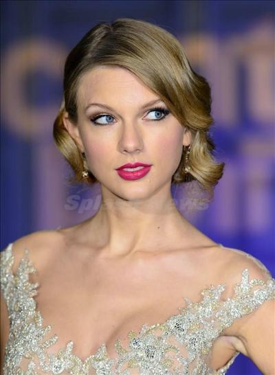 Taylor_Swift_131128_04.jpg