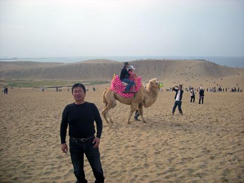 砂丘とラクダと松崎さん