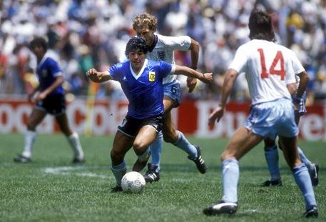 1986_arg_eng_maradona_457_uv.jpg