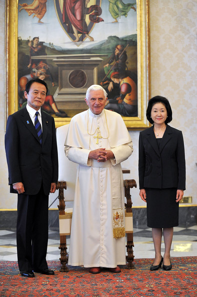 Pope+Meet+Prime+Minister+Japan+Taro+Aso+uqW-OZZw-BJl.jpg