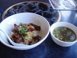 ホルモン丼とスープ
