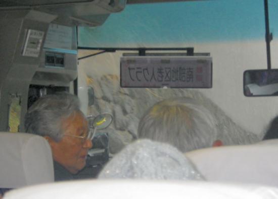 大島バスのご厚意により  60名参加