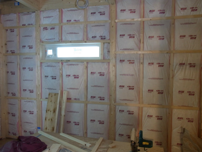断熱寝室横窓側