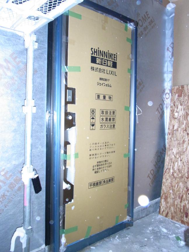 H2.3玄関ドア 外から