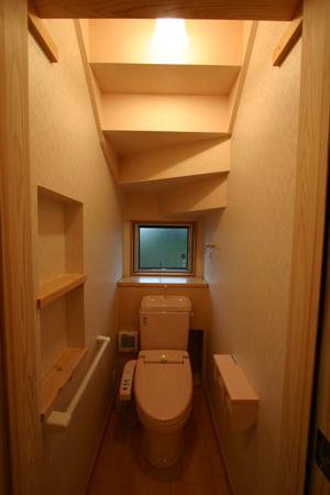 トイレ階段下