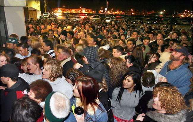 black-friday-crowd1.jpg
