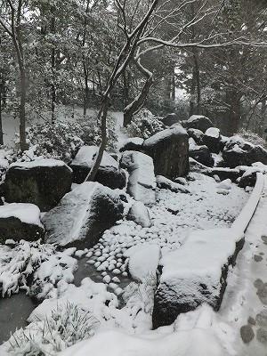蚕糸の森 滝