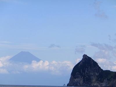 浮く富士山