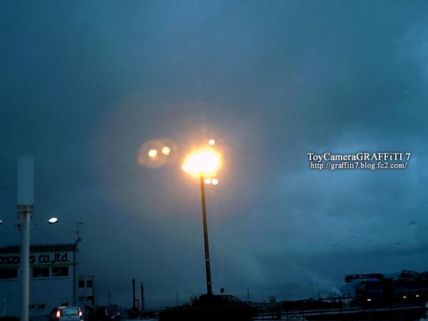 toycamera:どんよりとした曇り空1