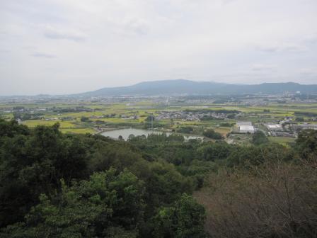 花立山(標高130m)の山頂から鳥栖方面を望む