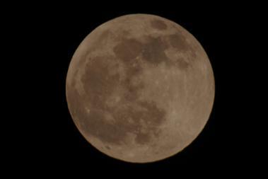 皆既月食前の満月2011/12/10 18:58