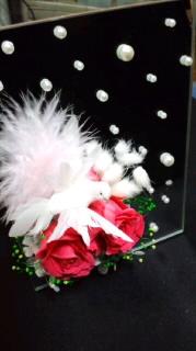 鏡 濃いピンクローズと鳩