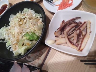141031吉野家東三国店たっぷり野菜200円、焼きイカ300円