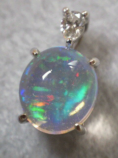 宝石鑑賞 ウォーターオパール グリーン ブルー斑 宝石の話 ジュエリー