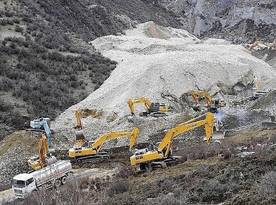 中国チベット自治区 金鉱山 画像