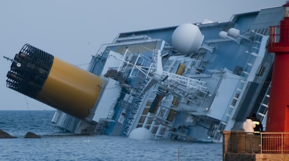 Collision_of_Costa_Concordia_5_crop.jpg