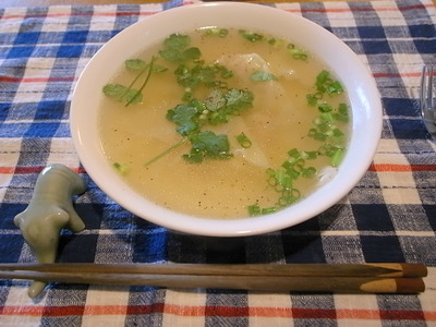 鳥スープでワンタン