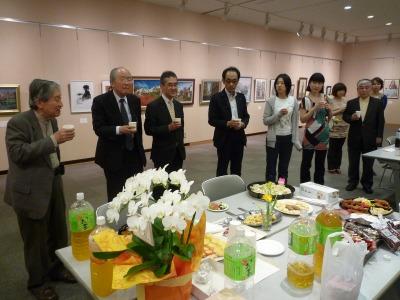 梶田さん乾杯、第7回美術サロン展、012、4、24、~29、P1030201