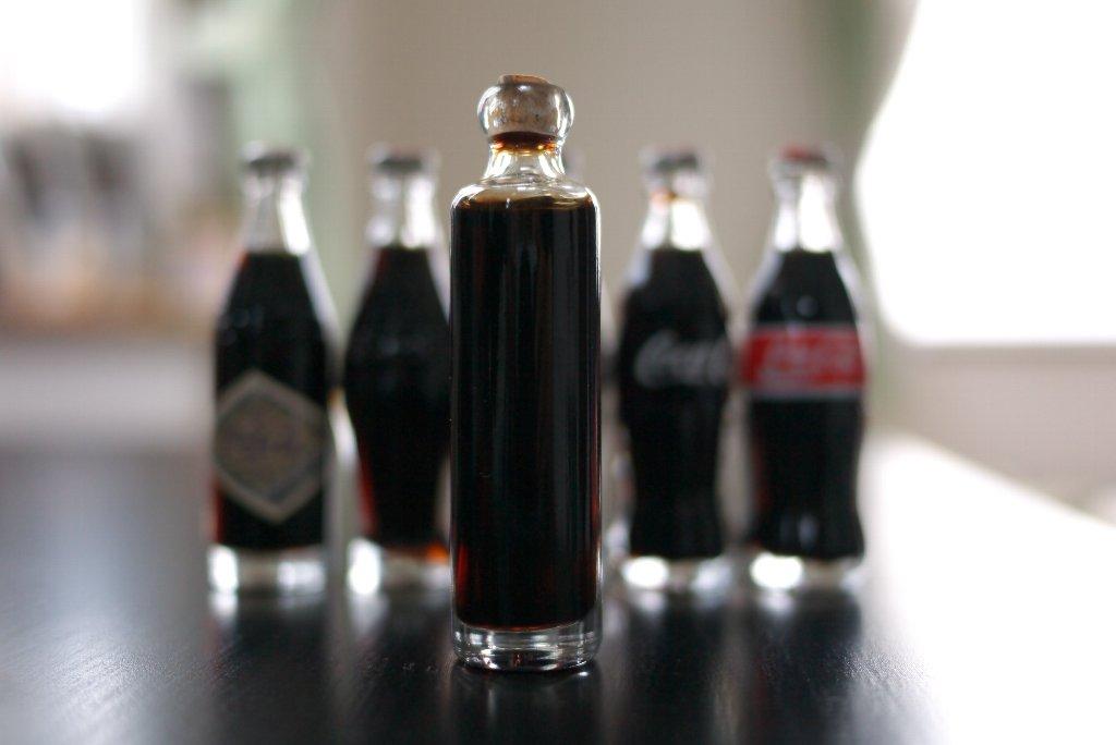 2001.12 ハワイ Coca-Cola 100周年記念ミニボトル 1899年~