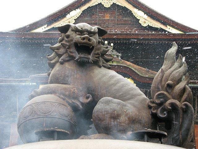 善光寺 香炉の獅子