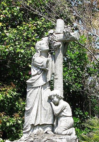 外人墓地母子像…マリア